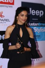 Deepika Padukone at the Red Carpet Of Most Stylish Awards 2017 on 24th March 2017 (207)_58d652496202d.JPG
