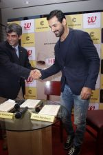 John Abraham at DR.Aashish Contractor Book Launch on 24th March 2017 (48)_58d624680e2f6.JPG