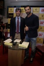 John Abraham at DR.Aashish Contractor Book Launch on 24th March 2017 (49)_58d624697ee21.JPG