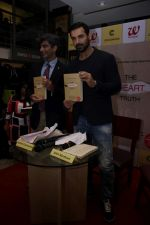 John Abraham at DR.Aashish Contractor Book Launch on 24th March 2017 (62)_58d6247c1d9bb.JPG