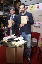 John Abraham at DR.Aashish Contractor Book Launch on 24th March 2017 (63)_58d6247e0ee3b.JPG