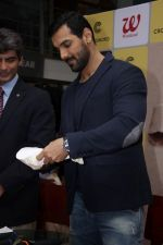 John Abraham at DR.Aashish Contractor Book Launch on 24th March 2017 (65)_58d6248194bec.JPG