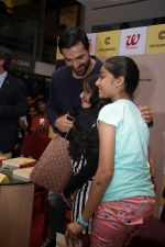 John Abraham at DR.Aashish Contractor Book Launch on 24th March 2017 (74)_58d6248e0ee49.JPG