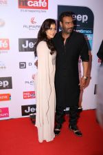 Kajol, Ajay Devgan at the Red Carpet Of Most Stylish Awards 2017 on 24th March 2017 (98)_58d6531cc4aa4.JPG