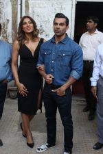 Bipasha Basu & Karan Singh Grover at the Launch Of Springfit Mattress Autograph Collection on 25th March 2017 (100)_58d7a2be7647e.JPG