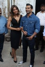 Bipasha Basu & Karan Singh Grover at the Launch Of Springfit Mattress Autograph Collection on 25th March 2017 (101)_58d7a2386c07d.JPG