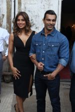 Bipasha Basu & Karan Singh Grover at the Launch Of Springfit Mattress Autograph Collection on 25th March 2017 (97)_58d7a234dd729.JPG