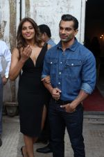 Bipasha Basu & Karan Singh Grover at the Launch Of Springfit Mattress Autograph Collection on 25th March 2017 (98)_58d7a2bc9a731.JPG