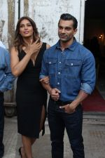 Bipasha Basu & Karan Singh Grover at the Launch Of Springfit Mattress Autograph Collection on 25th March 2017 (99)_58d7a2369afe7.JPG