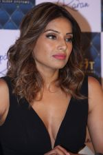 Bipasha Basu at the Launch Of Springfit Mattress Autograph Collection on 25th March 2017 (59)_58d7a2567d187.JPG