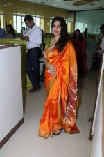 Urmila Kanitkar at Gudi Padwa Celebration on 27th March 2017 (39)_58da13a5dec7f.JPG