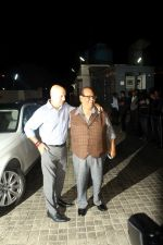 Anupam Kher, Satish Kaushik at the Special Screening Of Film Naam Shabana on 29th March 2017 (117)_58dcd74c0059a.JPG