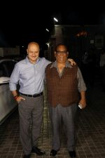 Anupam Kher, Satish Kaushik at the Special Screening Of Film Naam Shabana on 29th March 2017 (121)_58dcd74f1a986.JPG