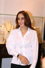 Farah Ali Khan At Exhibition Cum Fundraiser In Aid Of Cancer Patients on 29th March 2017 (6)_58dcd11056816.JPG