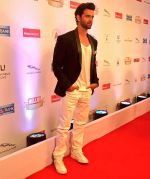 Hrithik Roshan On Red Carpet Of Hello Hall Of Fame Awards on 29th March 2017 (27)_58dcceeb27e75.jpg