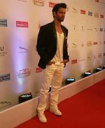 Hrithik Roshan On Red Carpet Of Hello Hall Of Fame Awards on 29th March 2017 (28)_58dcceebc7444.jpg