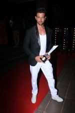 Hrithik Roshan On Red Carpet Of Hello Hall Of Fame Awards on 29th March 2017 (30)_58dcceed0a3ce.jpg