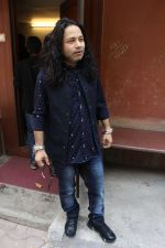 Kailash Kher at the Song Launch Of Vote Do For Movie Blue Mountains on 29th March 2017 (10)_58dcd105cb721.JPG