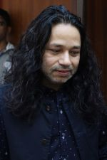 Kailash Kher at the Song Launch Of Vote Do For Movie Blue Mountains on 29th March 2017 (8)_58dcd1025dc65.JPG