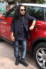 Kailash Kher at the Song Launch Of Vote Do For Movie Blue Mountains on 29th March 2017 (13)_58dcd10e6846d.JPG