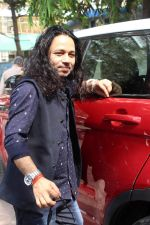 Kailash Kher at the Song Launch Of Vote Do For Movie Blue Mountains on 29th March 2017 (17)_58dcd118caad2.JPG