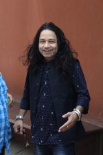 Kailash Kher at the Song Launch Of Vote Do For Movie Blue Mountains on 29th March 2017 (2)_58dcd0f78823f.JPG