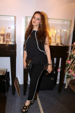 Laila Khan Rajpal At Exhibition Cum Fundraiser In Aid Of Cancer Patients on 29th March 2017 (6)_58dcd11e9d253.JPG