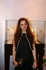 Laila Khan Rajpal At Exhibition Cum Fundraiser In Aid Of Cancer Patients on 29th March 2017 (7)_58dcd11c80b23.JPG