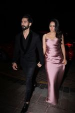 Shahid Kapoor, Mira Rajput On Red Carpet Of Hello Hall Of Fame Awards on 29th March 2017 (21)_58dccf275f356.jpg