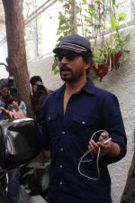 Irrfan Khan Spotted at Sunny Super Sound on 30th March 2017 (10)_58de367965132.JPG