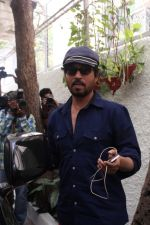 Irrfan Khan Spotted at Sunny Super Sound on 30th March 2017 (11)_58de367acf8a0.JPG