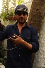Irrfan Khan Spotted at Sunny Super Sound on 30th March 2017 (18)_58de36869cfe3.JPG