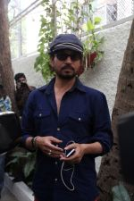 Irrfan Khan Spotted at Sunny Super Sound on 30th March 2017 (23)_58de369009971.JPG