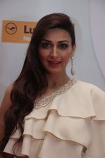 Sonali Bendre at Geo Asia Spa Host Star Studded Biggest Award Night on 30th March 2017 (2)_58de47ff4461b.JPG