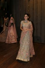Aanchal Kumar at the Unveiling Of Shyamal & Bhumika�s Spring Summer 17 Collection on 31st March 2017 (12)_58dfa2f76b406.JPG