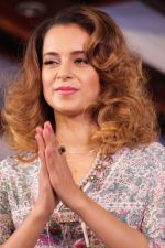 Kangana Ranaut Walk On Ramp For Lifestyle Discover The Latest Collection on 14th April 2017 (10)_58f36841a1e3b.JPG