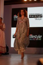 Kangana Ranaut Walk On Ramp For Lifestyle Discover The Latest Collection on 14th April 2017 (2)_58f368349c38d.JPG