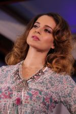 Kangana Ranaut Walk On Ramp For Lifestyle Discover The Latest Collection on 14th April 2017 (4)_58f368383eb98.JPG