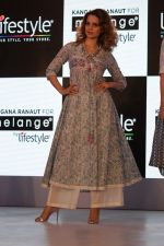 Kangana Ranaut Walk On Ramp For Lifestyle Discover The Latest Collection on 14th April 2017 (6)_58f3683a56540.JPG