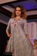 Kangana Ranaut Walk On Ramp For Lifestyle Discover The Latest Collection on 14th April 2017 (7)_58f3683cccb52.JPG