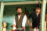 Imran Khan On Location Shoot Of Mini Mathur Show Truck (16)_58f4cab907f00.JPG