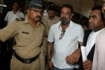 Sanjay Dutt Spotted At Andheri Court on 17th April 2017 (3)_58f5efd6ae04e.JPG