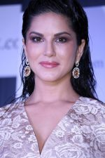 Sunny Leone at the Unveiling Of Jewelsouk.Com New Brand Ambassador on 18th April 2017 (28)_58f707be1a1e3.JPG