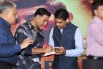 Akshay Kumar at The Book Launch Of Veerappan Chasing The Brigand on 19th April 2017 (31)_58f8960678165.JPG