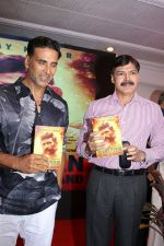 Akshay Kumar at The Book Launch Of Veerappan Chasing The Brigand on 19th April 2017 (36)_58f89609e1401.JPG