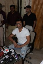 Sonu Nigam at the Press Conference For Azaan Controversy on 19th April 2017 (2)_58f896a9d4f3b.JPG
