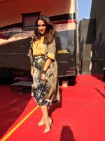 Neha Dhupia In marks and spencer on the sets of chhote Miyan dhakad ... styled by sohaya (3)_58faf689b747c.jpeg