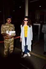 Urvashi Rautela Spotted At Airport on 21st April 2017 (14)_58faf7b79dcca.JPG
