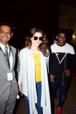 Urvashi Rautela Spotted At Airport on 21st April 2017 (8)_58faf7dbe9150.JPG