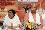 Lata Mangeshkar attend Master Dinanath Mangeshkar Puraskar 2017 on 24th April 2017 (9)_58fefaf6f3bfe.JPG